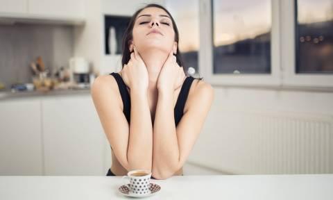 3820af9174 Πέντε γρήγορες ασκήσεις για να αντιμετωπίσετε τον πόνο στον αυχένα. ΥΓΕΙΑ