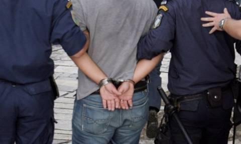 Συνελήφθη πολυμελής ομάδα διακινητών στον Έβρο, ανάμεσα τους και Έλληνας αστυνομικός