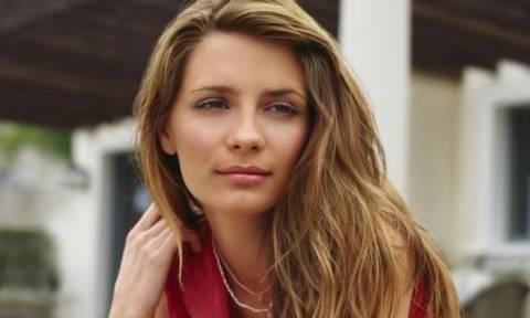 Διάσημη ηθοποιός φωτογραφήθηκε... τόπλες στη Μύκονο (photo)