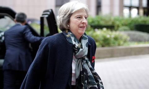 Βρετανία: Η Μέι ζήτησε χρόνο από τον Γιούνκερ για το Brexit