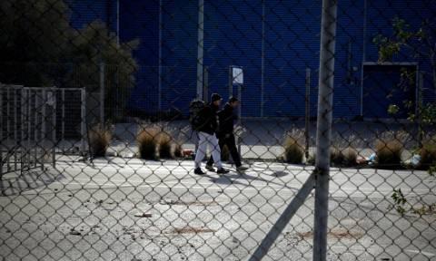 «Άγριες» συμπλοκές στο hotspot του Ελληνικού με ένα νεκρό