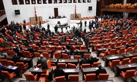 Πραξικόπημα Τουρκία: Πανικός στο Κοινοβούλιο – Βουλευτές έτρεχαν να σωθούν