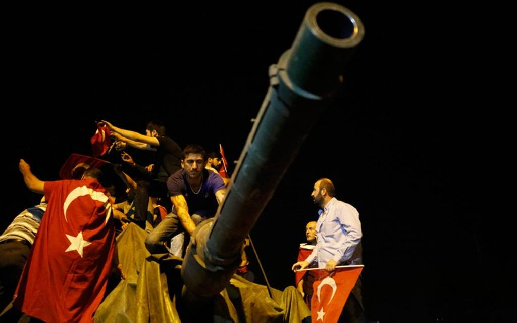 Live Blog: Απέτυχε το πραξικόπημα – Νύχτα χάους στην Τουρκία