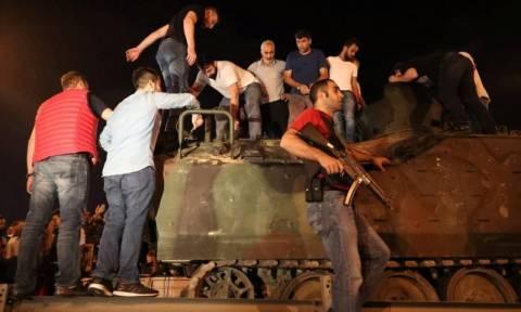 Πραξικόπημα Τουρκία: Σοκαριστικό βίντεο - Τανκ περνάει πάνω από ανθρώπους