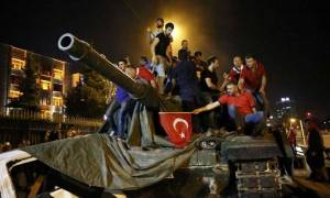 Turkish forces fight to crush coup remnants after Erdogan returns