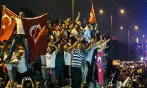 Πραξικόπημα Τουρκία: Με sms κάλεσε ο Ερντογάν τον λαό να αντισταθεί στους αποστάτες