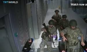 Συγκλονιστικό βίντεο - Η στιγμή που οι πραξικοπηματίες εισβάλουν στο TRT