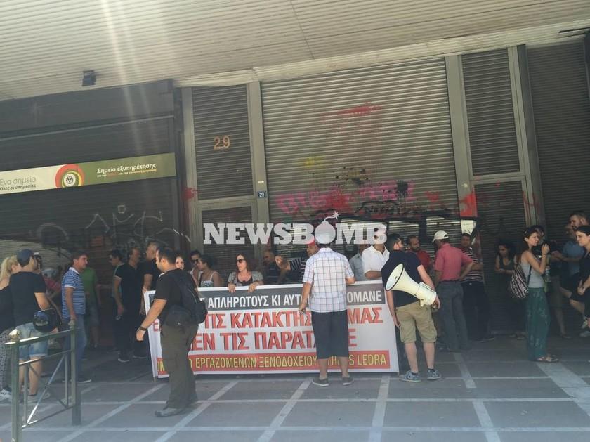 Έξω από του Υπουργείο Εργασίας οι εργαζόμενοι του ξενοδοχείου «Athens Ledra»
