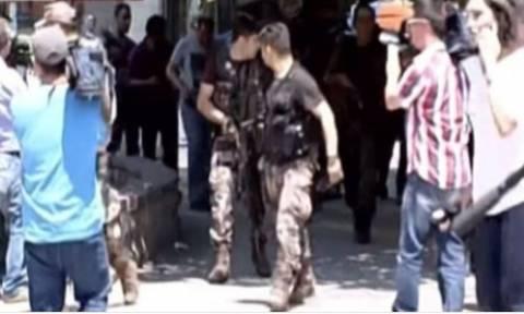 Νεκρός ο άνδρας που άνοιξε πυρ έξω από τα δικαστήρια στην Άγκυρα