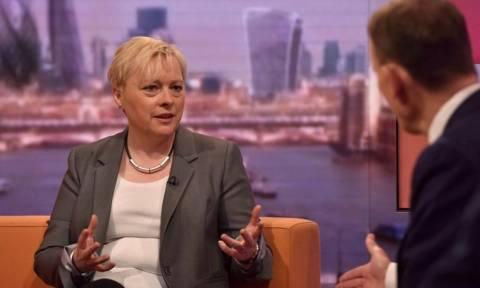 Βρετανία: Η Άντζελα Ιγκλ αποσύρθηκε από την διεκδίκηση της ηγεσίας των Εργατικών