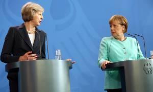 Γερμανία: Η Μέρκελ στηρίζει το σχέδιο της Μέι για Brexit από το 2017 (Vid)