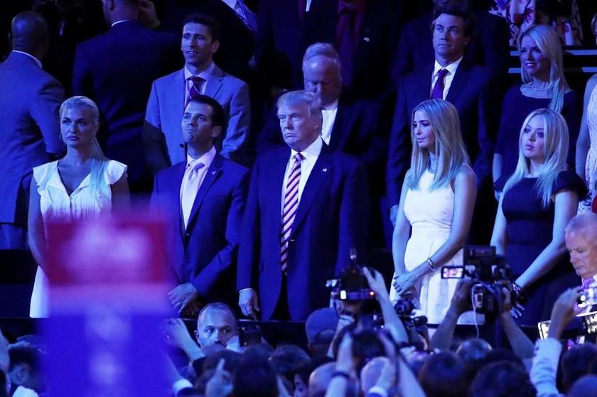 «Χαμός» στο Συνέδριο των Ρεπουμπλικάνών: Ο Τεντ Κρουζ «εξευτέλισε» δημόσια τον Ντόναλντ Τραμπ (Vids)