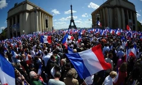 Γαλλία: Εγκρίθηκε οριστικά ο αμφιλεγόμενος νόμος για τις εργασιακές σχέσεις