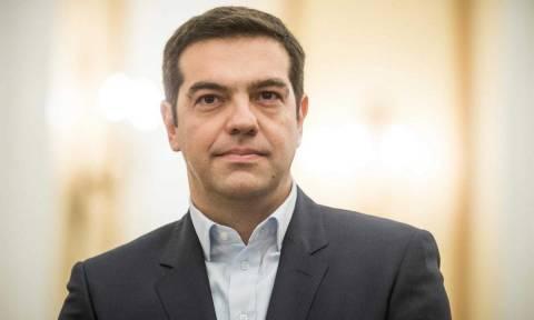 Παρέλαβε την ετήσια έκθεση για τη Δημόσια Διοίκηση ο Τσίπρας