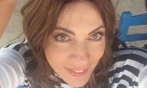 Σμαράγδα Καρύδη: Θα πάθετε πλάκα με την αρετουσάριστη φωτογραφία της με μπικίνι!