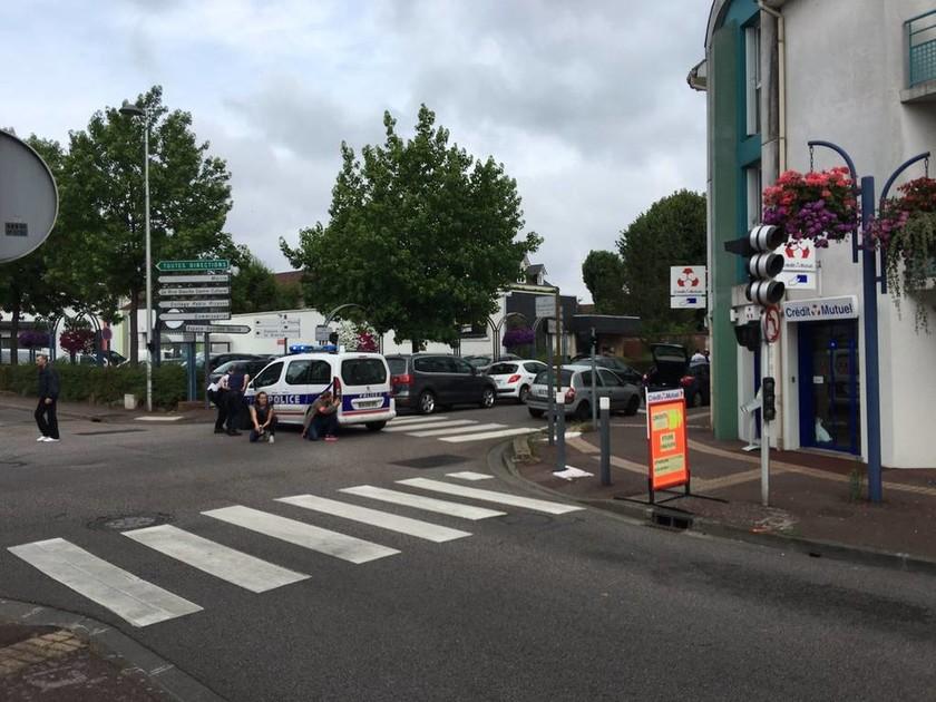 Επίθεση-Γαλλία: «Στρατιώτες» του ISIS οι δράστες (Pics & Vids)