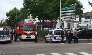 Επίθεση Γαλλία: Η αντιτρομοκρατική γνώριζε τον έναν από τους δράστες - Φρικιαστική μαρτυρία μοναχής