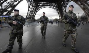 Γαλλία: Ο Ολάντ θέλει να προλάβει θρησκευτικό πόλεμο και η Λεπέν πάει... στρατό! (vids)
