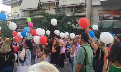 Πλήθος κόσμου στο μαγαζί της οικογένειας Παντελίδη για την ονομαστική εορτή του Παντελή (pics&vids)