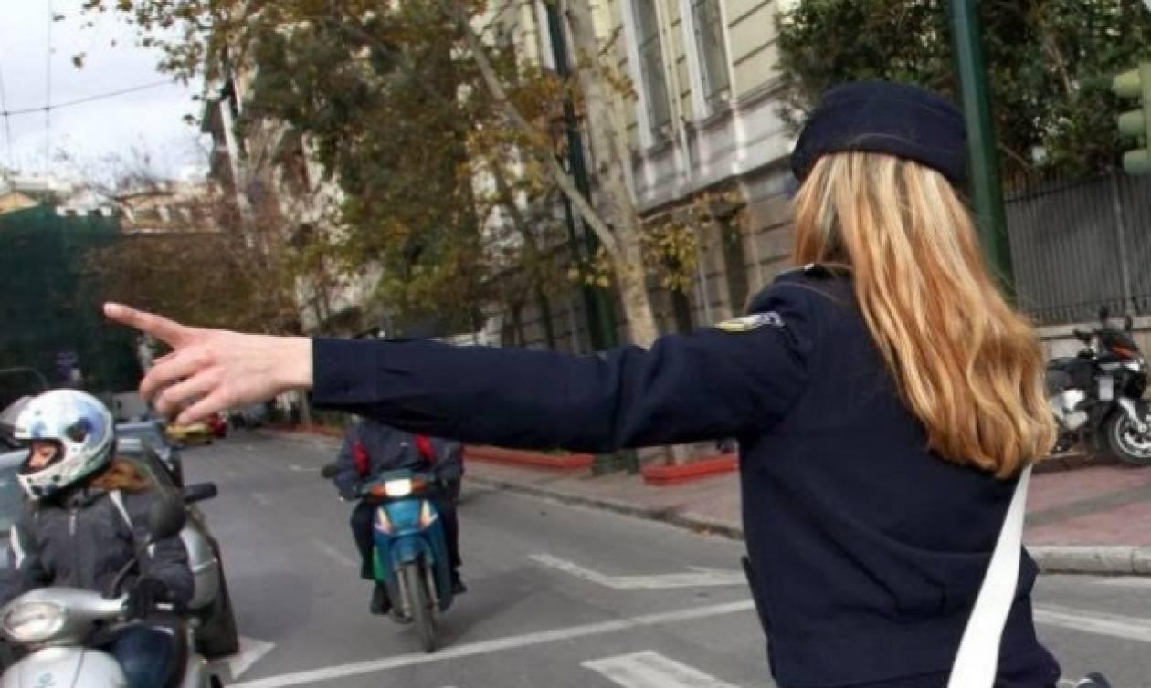Απίστευτο: Αστυνομικίνα με μπικίνι συλλαμβάνει κλέφτη (photos)