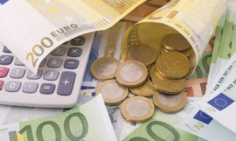 Θα καταφέρει η… φοροαφαίμαξη των Ελλήνων να κρατήσει μακριά τον κόφτη;