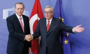Γιούνκερ: «Στον αέρα» η συμφωνία για το προσφυγικό με την Τουρκία