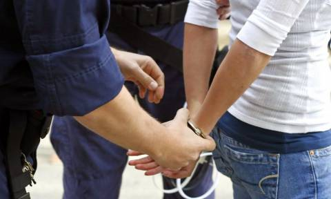 Χειροπέδες σε 18χρονη στο αεροδρόμιο Ηρακλείου