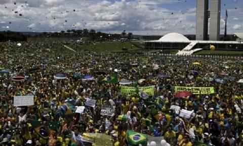 Διαδηλώσεις υπέρ και κατά της Ρουσέφ πέντε ημέρες πριν από τους Ολυμπιακούς