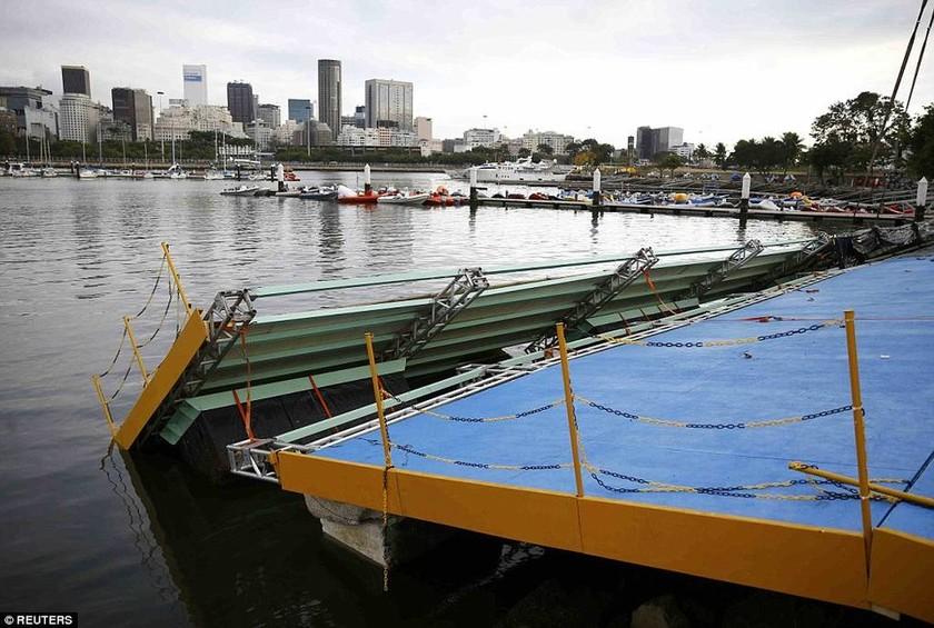Εικόνες-σοκ από το Ρίο: Σε αυτά τα νερά θα αγωνιστούν οι αθλητές για τους Ολυμπιακούς Αγώνες (pics)