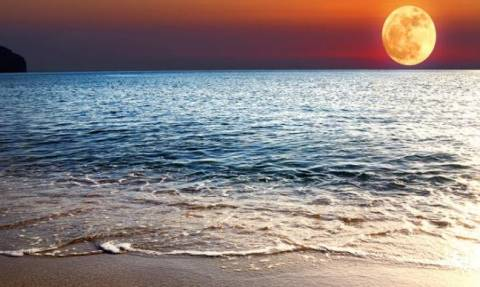 Πανσέληνος Αυγούστου 2016: Πού μπορείτε να απολαύσετε το ολόγιομο φεγγάρι