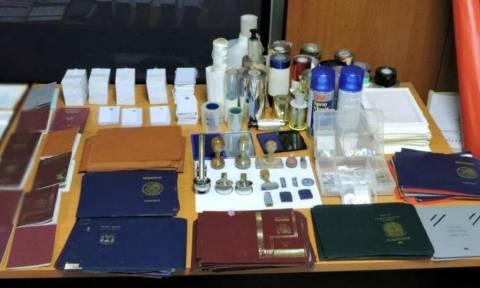 Κυψέλη: Εντοπίστηκε εργαστήριο κατάρτισης πλαστών εγγράφων