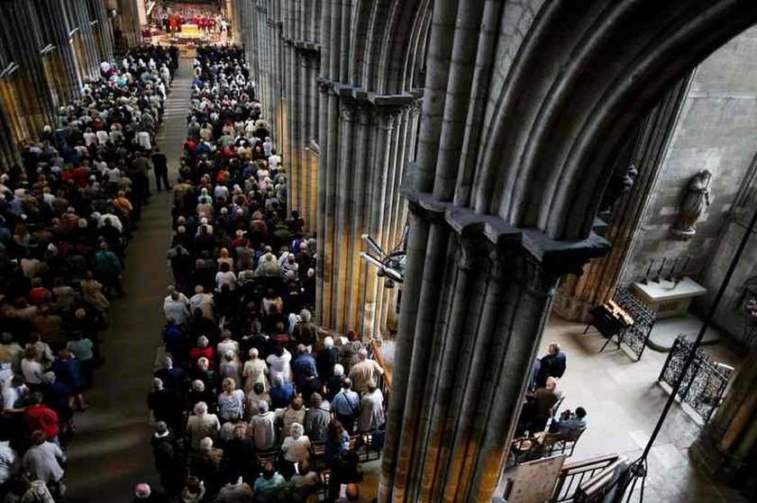 Γαλλία: Δρακόντεια μέτρα ασφαλείας στην κηδεία του ιερέα που έσφαξαν τζιχαντιστές (pics)