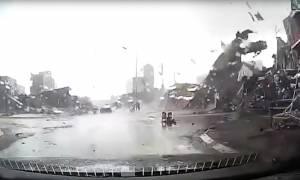 Εικόνες καταστροφής στο Βιετνάμ: Ανεμοστρόβιλος σάρωσε τα πάντα στο πέρασμά του! (vid)