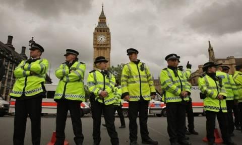 Πανικός στο Λονδίνο: Στους δρόμους χιλιάδες πάνοπλοι αστυνομικοί