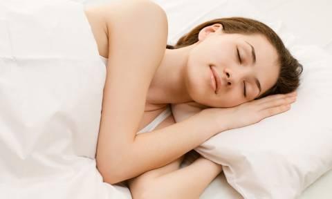 Ποια στάση στον ύπνο προστατεύει από το Αλτσχάιμερ