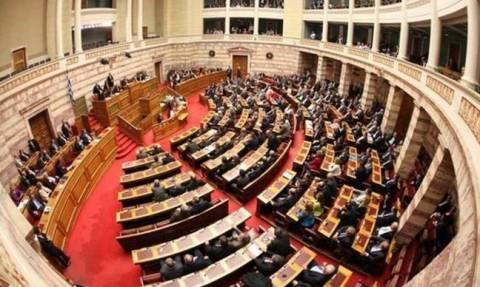 Χρυσαυγίτες επιτέθηκαν σε μουσουλμάνο βουλευτή μέσα στη Βουλή
