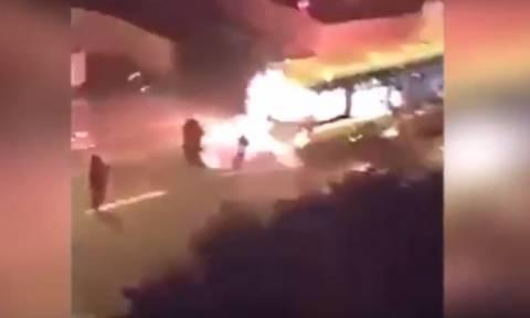 Βίντεο σοκ: Έκαψαν λεωφορείο στο Παρίσι φωνάζοντας «Allahu Akbar»