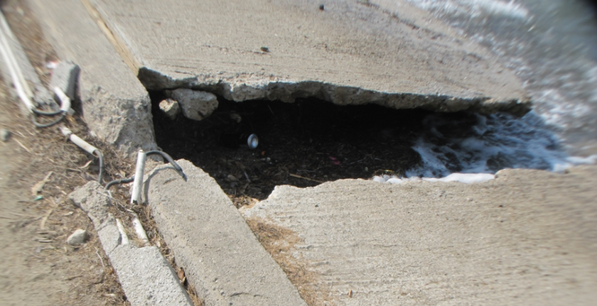 Δραματική η κατάσταση στην Τραγάνα: «Βομβαρδισμένη» η παραλία (pics)