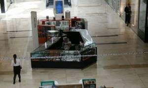 Επίθεση με μαχαίρι σε εμπορικό κέντρο του Λονδίνου (pics)