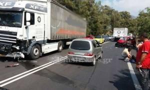 Ηράκλειο: Δύο τραυματίες μετά από σφοδρή σύγκρουση νταλίκας με αυτοκίνητο (pics)
