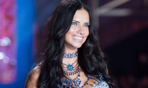 Adriana Lima: Τα 2 οικονομικά προϊόντα που χρησιμοποιεί στο signature μακιγιάζ της!