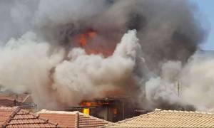 Υπό έλεγχο η φωτιά στην παλιά πόλη της Λευκάδας - Κάηκαν δέκα σπίτια (photos & video)