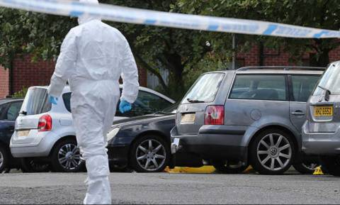 Βόρεια Ιρλανδία: Δολοφονία ανώτερου στελέχους παραστρατιωτικής οργάνωσης - Φόβοι για βίαια αντίποινα