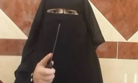 Νέo βίντεο-φρίκη των τζιχαντιστών: Κοριτσάκι-δήμιος πρωταγωνιστεί σε σοκαριστικό βίντεο του ISIS