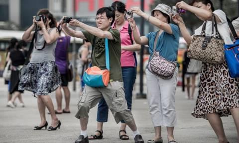 Αξέχαστες διακοπές: Κινέζος τουρίστας «σώθηκε» από κέντρο φιλοξενίας προσφύγων έπειτα από 10 μέρες