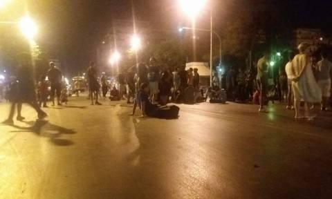 Θεσσαλονίκη: Καθιστική διαμαρτυρία από πρόσφυγες (pics&vid)