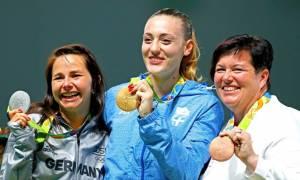 Άννα Κορακάκη η... πρεσβύτερη: Συγκινεί η γιαγιά της χρυσής Ολυμπιονίκη (vid)