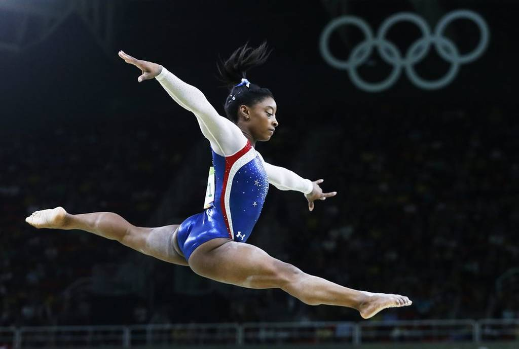 Ιδού οι αποδείξεις ότι η χρυσή Ολυμπιονίκης Σιμόν Μπάιλς μπορεί να... πετάξει (photos)