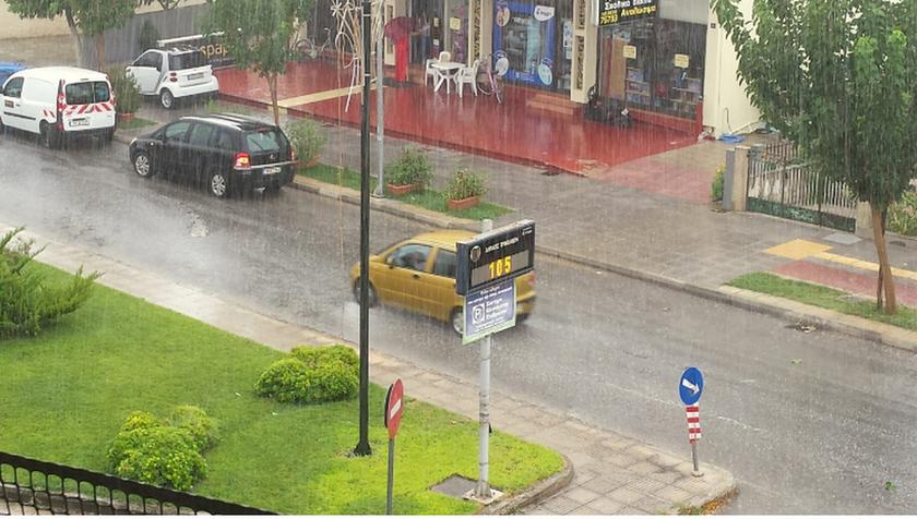Τρίκαλα: Το μπουρίνι «έπνιξε» την πόλη (pics)