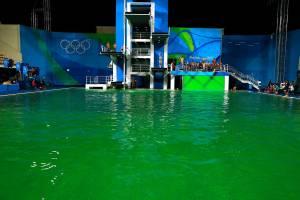 Ολυμπιακοί Αγώνες 2016: Εργασίες στη μυστήρια …πισίνα που έγινε πράσινη από μπλε